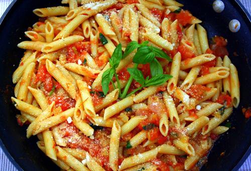 Πένες με σάλτσα πιπεριάς